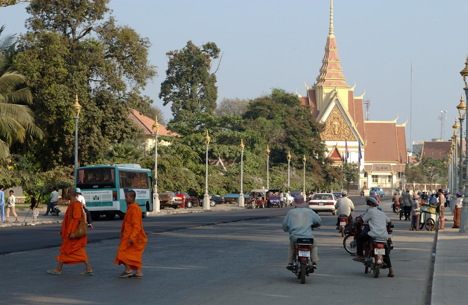 Phnom Penh April 2002 | Yatesweb  Phnom Penh Apri...